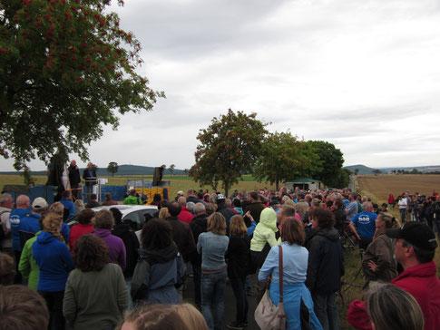 """""""Menschenkette"""" in der Gemarkung Hofgeismar"""
