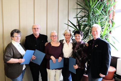 (V.l.) Brigitte Weitkämpfer, Herbert Wiegand, Brigitte Rapp, Kreisvorsitzende Monika Seifert, Anita Henze und Ortsverbandsvorsitzender Gerd Henze (2013).
