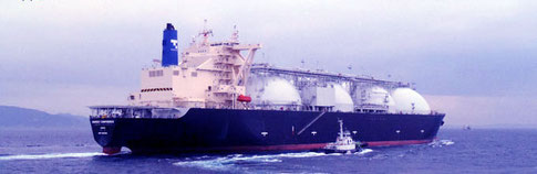 東京湾を出るガスタンカー