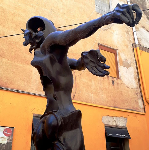 Памяти Ньютона - скульптура Сальвадора Дали