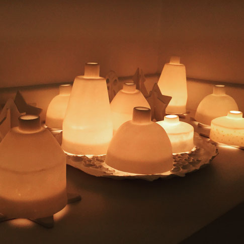 Village de noël. Igloos de porcelaine. Photophores. Brigitte Morel
