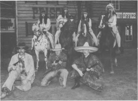 De eerste acteurs van de Wild West Shows waarmee het Ponypark Slagharen in 1990 begon...