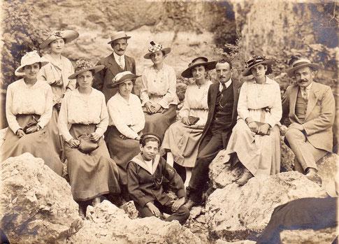 Sortie d'un groupe de Thorois vers 1919 à Fontaine-de-Vaucluse