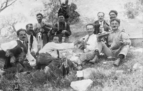 Pique-nique à Thouzon vers 1920 (hommes)