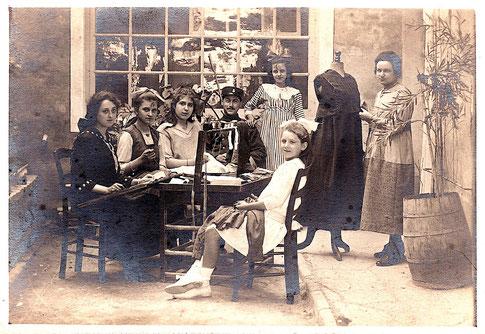 L'atelier de couture de Thérèse DAVID au hameau de Thouzon
