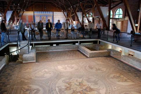 """Exkursion zur """"Römerhalle"""" (römische Peristylvilla) in Bad Kreuznach"""