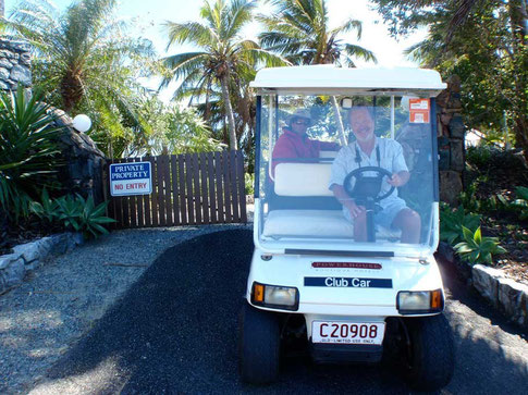 notre limousine devant la villa illalangi