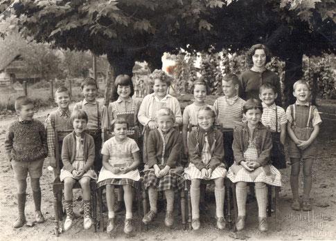 Die 1. Klasse im Jahr 1961 (Lehrerin: Fräulein Silvia Hauser)