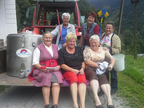 Für den Hl. Ulrich erstrahlte die Kirche in Hochglanz - Danke unseren fleißigen Damen