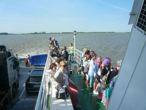 Für viele ein Erlebnis: Die Fahrt über die Elbe.