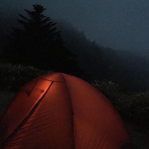 ガスってしまい醍醐味の夕焼け、星空、朝焼け、、全ておあずけ!(汗) この後、20時就寝、5時起床、6時下山開始! 朝早いでしょ! 通行止めの規制にが始まるまでに439号線を抜けたかったんでwww