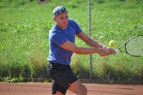 Oliver Flühler brilliert mit seinem dynamischen Spiel und als Seriensieger in der zweiten TCH-Mannschaft.