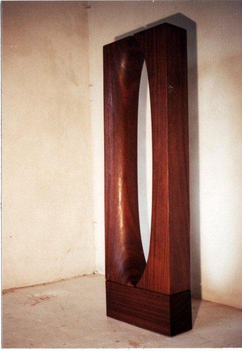 Monumentaal beeld i.o (gemeente Havelte) Irokohout 190x50x25