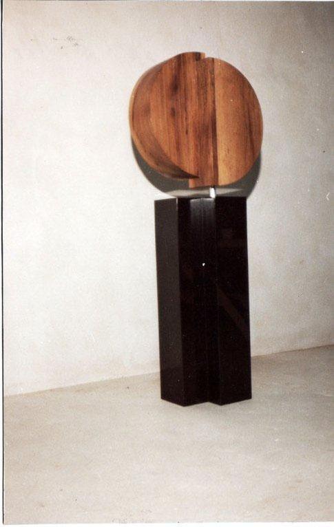 Monumentaal beeld i.o. (gemeente Havelte)  Irokohout/Graniet 160x45x30