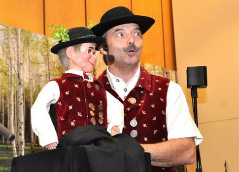 """Bauchredner und Humorist """"Aurer Jackl"""" überrascht"""