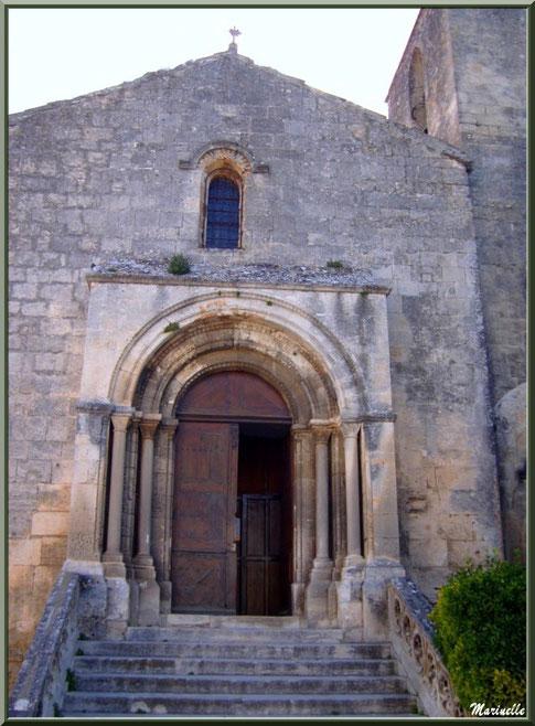 Parvis de l'église Saint-Vincent, Les Baux-de-Provence, Alpilles (13)