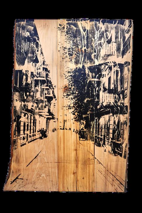 HAMBURGS GASSE auf zwei Lindenbaumauschnitten (links und rechts) und einer Esche (mitte) - Foto 2013, Print 2016 (90 cm x 130 cm)
