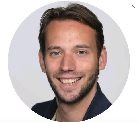 Host Stefan van der Wiele, host podcast De Lieve Tandarts