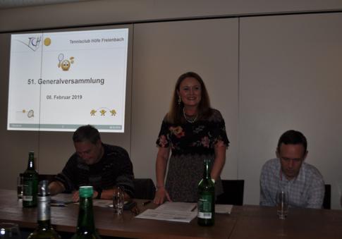 Präsidentin Christa Burian eröffnet die 51. GV des TC Höfe Freienbach