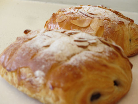 5周年記念のプレゼントとした 「パン・オ・ショコラ」 です。