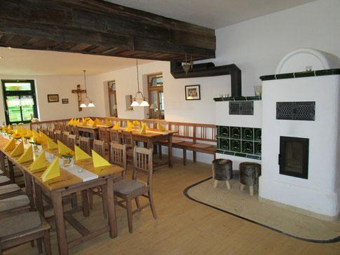In der großen Stuben haben wir für 60 Gäste Platz geschaffen.