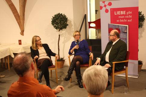 """Veranstaltung mit der Autorin Ursula Ott zu """"Was Liebe aushält"""" - gemeinsam mit der Paartherapeutin und Ärztin Dr. Regine Breier, Ulm am 24. Februar 2015 im Spitalcafe Ravensburg"""