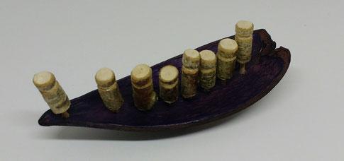 Ahnenboot: Dauschote lila, Länge 13,5 cm, 35 €