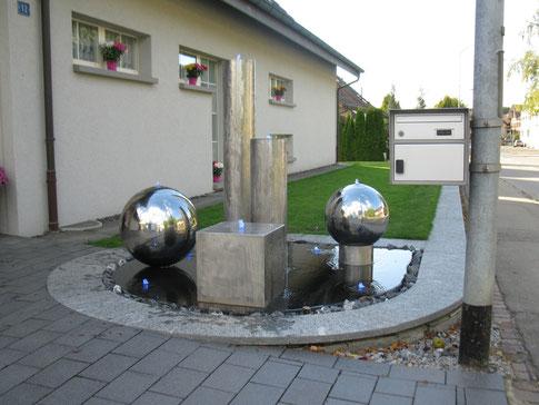 Brunnen Komposition Garten Wasserspiel