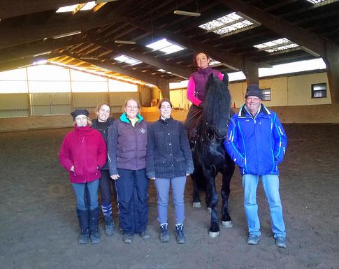 Brigitte, Alex, Diana, Katja, Maureen auf Paco und Desmond