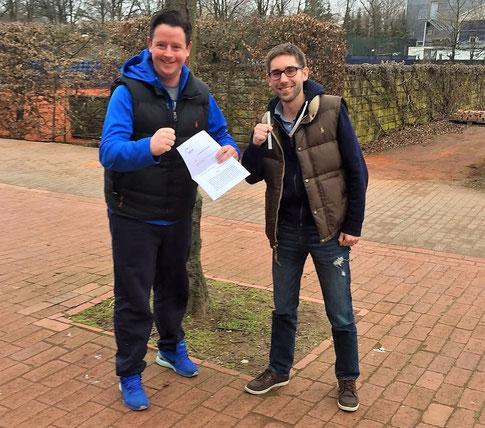 Juchu! Die beiden Ballschule-Chefs Florian Schmidt und Christoph Boyn freuen sich über den Kooperationsvertrag mit Heidelberg
