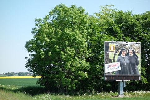 Am Ortseingang von Vadstena wird man von den Birgittaschwestern begrüßt