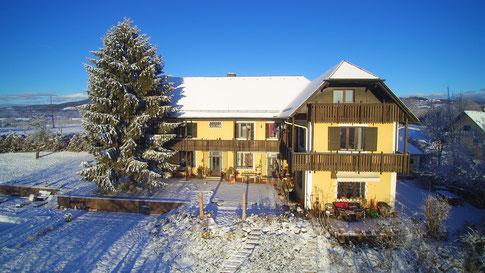 Winterlandschaft mit Landhaus, Luftaufnahme