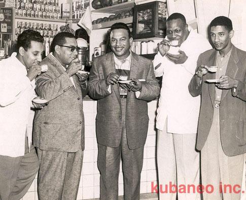 Periodista, Rogelio Martínez, Vicentico Valdés, Bebo Valdés y Javier Vásquez.