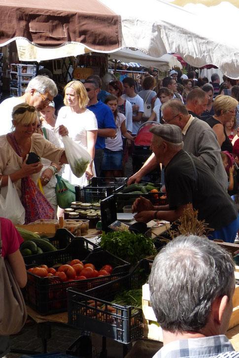 Le marché des Vans l un des plus beau marché d Ardèche à découvrir absolument avant ou après votre descente en canoë kayak