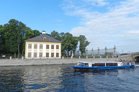 Sommerpalast von Zar Peter dem Großen im Sommergarten von St. Petersburg