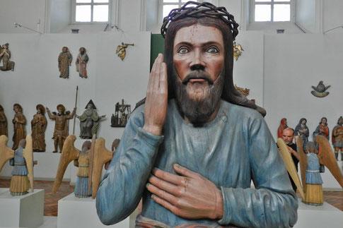 Perm Kunstgalerie Museum Jesus Holzfigur