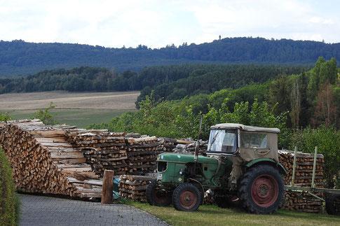 Трактор в деревне Хунсрюка.