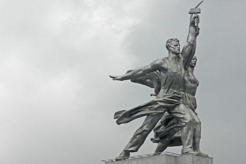 Vera Muchinas Statue Arbeiter und Kolchosbäuerin