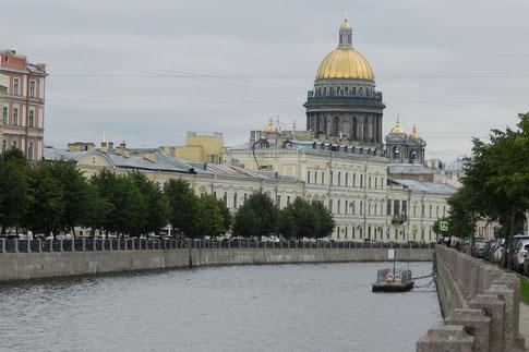 Moika und Isaakskathedrale in St. Petersburg