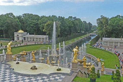 Große Kaskade Wasserspiele Springbrunnen Peterhof Sankt Petersburg