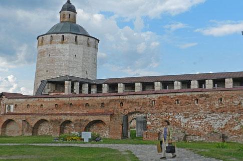 Kirillo-Beloserski-Kloster Wehrturm Klostermauer