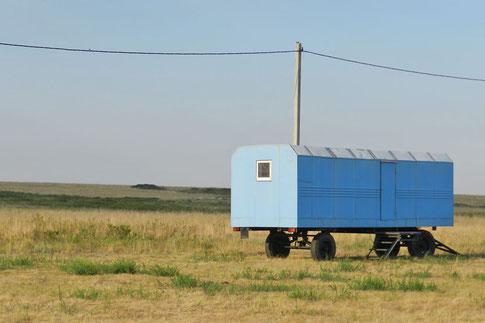 Bauwagen im Naturreservat Orenburgski