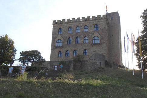 Гамбахский замок недалеко от Нойштадта на Винной дороге