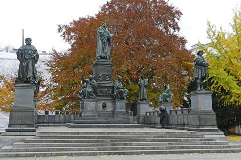 Памятник Мартин Лютер Вормс