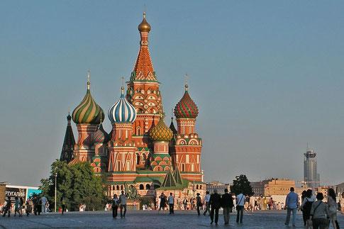 Die Basilius-Kathedrale wirkt wie ein Frühwerk von Friedensreich Hundertwasser