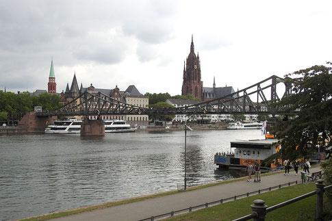Набережная во Франкфурте-на-Майне с видом на Собор
