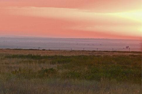 Sonnenuntergang in der russischen Steppe bei Orenburg