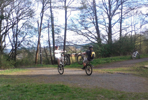 Wheely mit Fahrrad