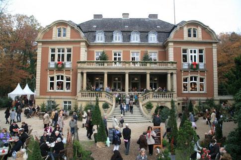 Bild: Winterfestival auf Schloss Eldingen, romantisches Wintershopping