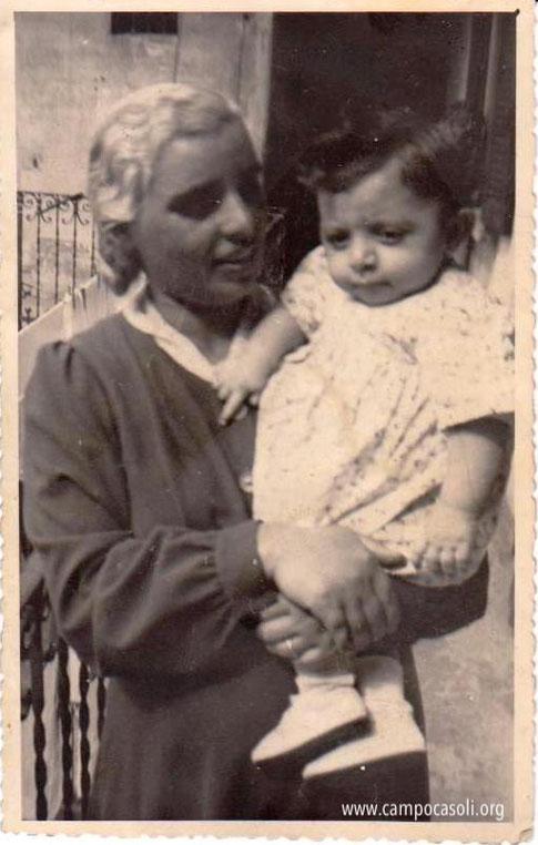 Foto n. 3: Margherita Dana con figlia Stella in via Espinasse a Milano prima della guerra